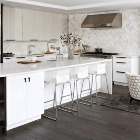 кухня с темным полом фото дизайна