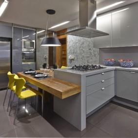 кухня с темным полом виды