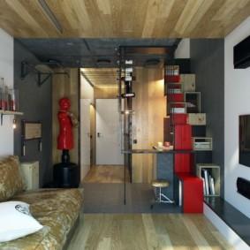 Деревянные панели на потолке комнаты