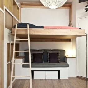 Спальное ложе на втором ярусе квартиры