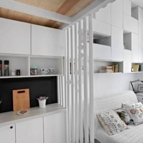 Перегородка из реек между кухней и гостиной