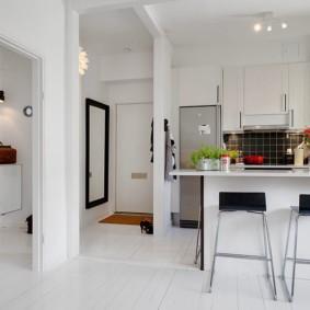 Белый пол в однокомнатной квартире