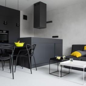 Черная мебель в кухне гостиной