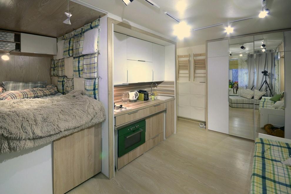 Линейная кухня в интерьере квартиры-студии