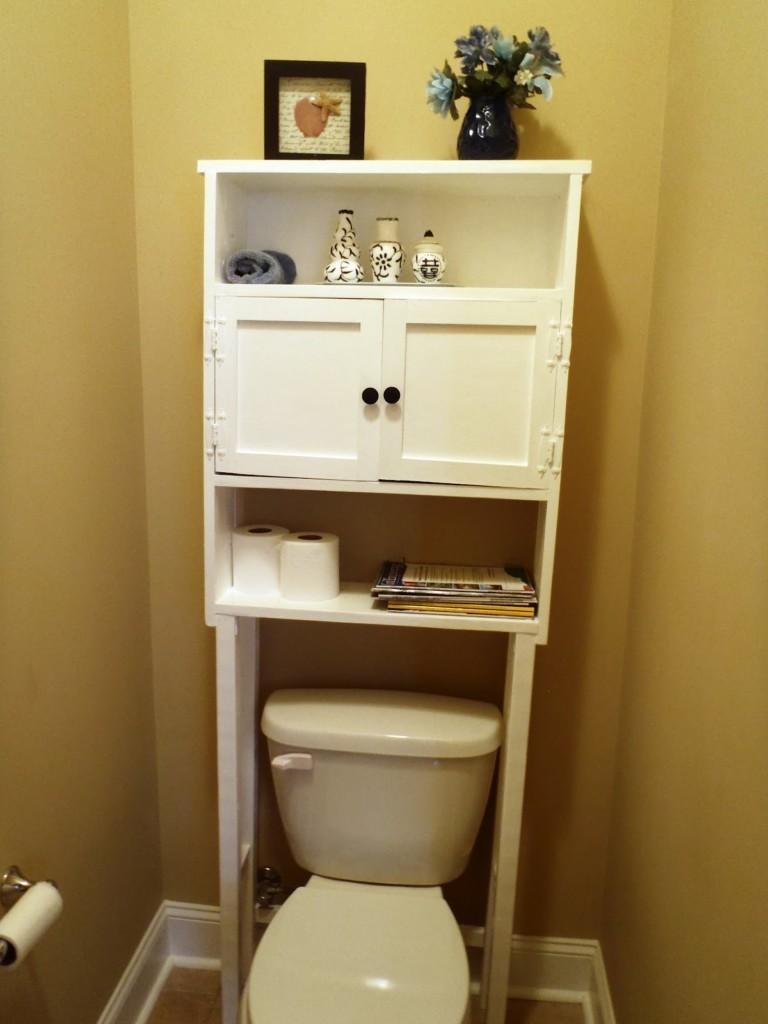 Мебель в интерьере маленького туалета