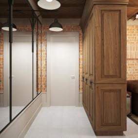 Деревянный шкаф вместо перегородки в современной квартире