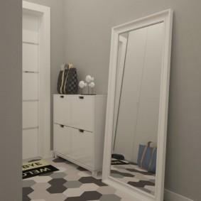 интерьер прихожей с напольным зеркалом