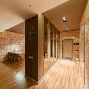 Кирпичная отделка стен в однокомнатной квартире