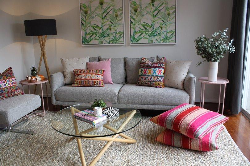 Напольные подушки в интерьере квартиры