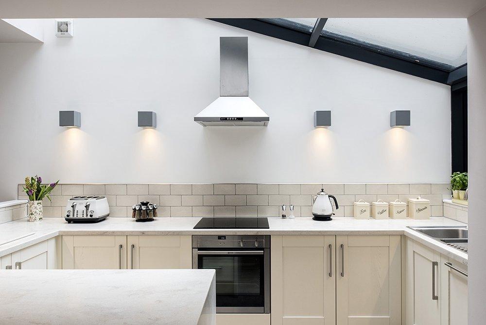 Подсветка рабочей зоны на кухне без навесных шкафчиков