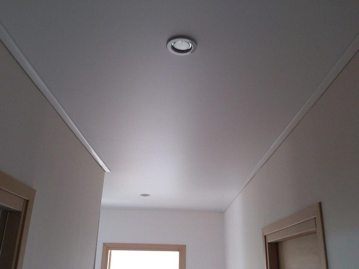 натяжной потолок варианты декора