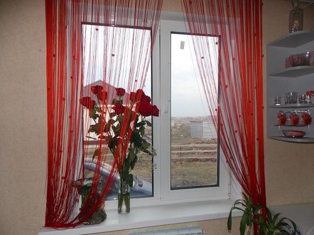 нитяные шторы на кухне фото интерьер