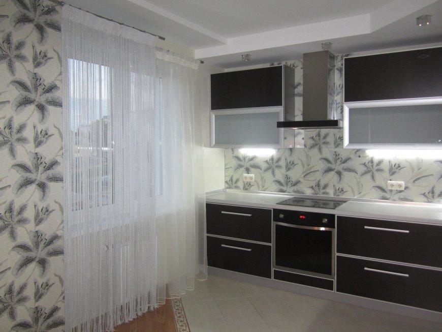 нитяные шторы на кухне интерьер фото