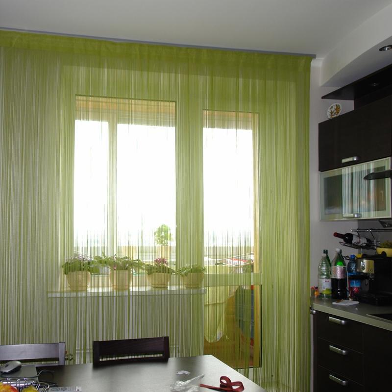 нитяные шторы на кухне интерьер идеи