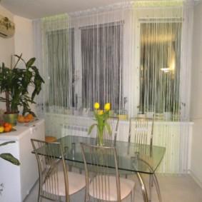нитяные шторы на кухне декор