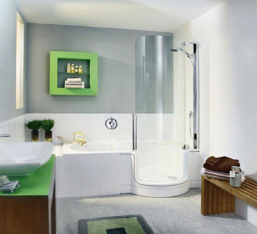 Ванна со стеклянной дверью и душем
