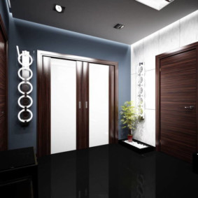обои для коридора с темными дверями декор идеи