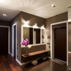 обои для коридора с темными дверями интерьер идеи