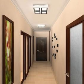 обои для коридора с темными дверями оформление