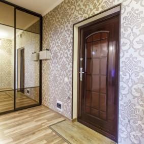 обои для коридора с темными дверями оформление идеи
