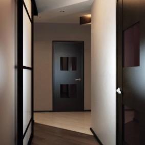 обои для коридора с темными дверями фото вариантов