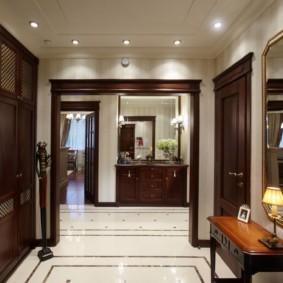 обои для коридора с темными дверями дизайн