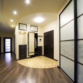 обои для коридора с темными дверями фото виды