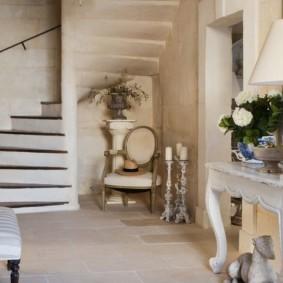 обои и декоративный камень в интерьере прихожей идеи декор