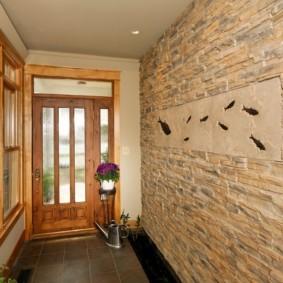 обои и декоративный камень в интерьере прихожей фото оформление