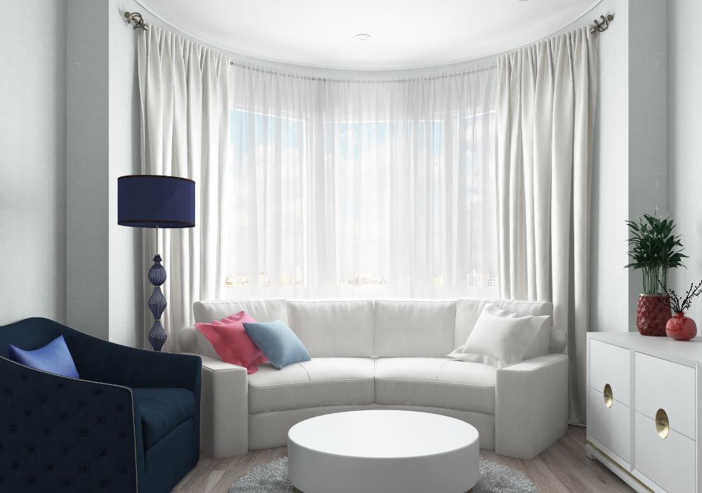 Интерьер однушки с диваном в эркере