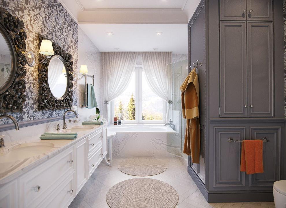 Окна в ванной комнате деревенского стиля