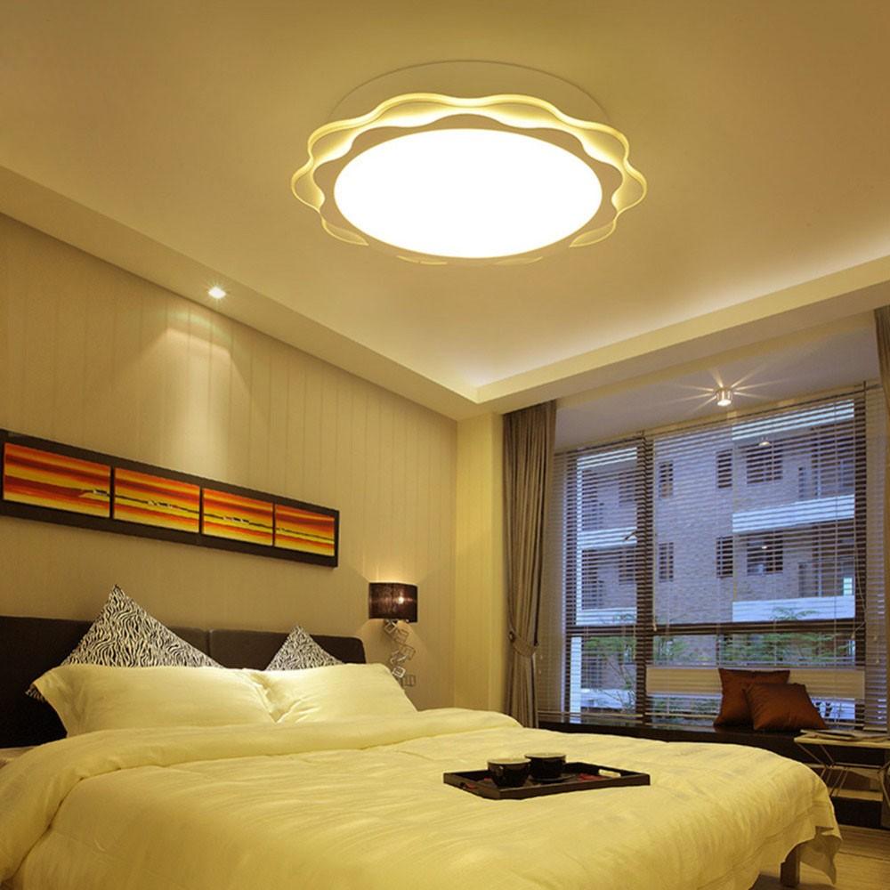 Освещение в спальне с рабочим местом у окна