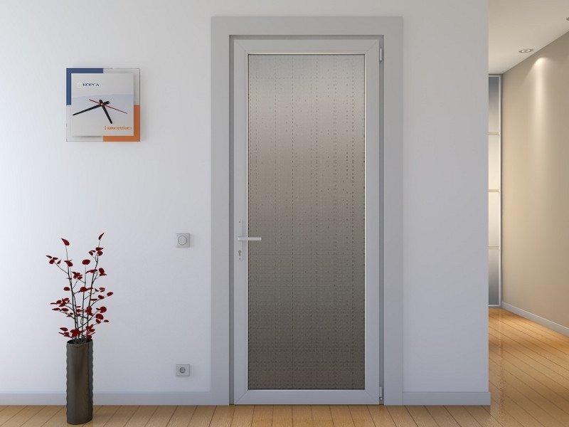 Пластиковая дверь с матовой вставкой