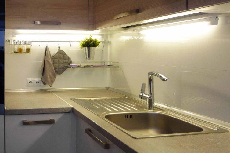 Светильники на кухонной мойкой из нержавейки