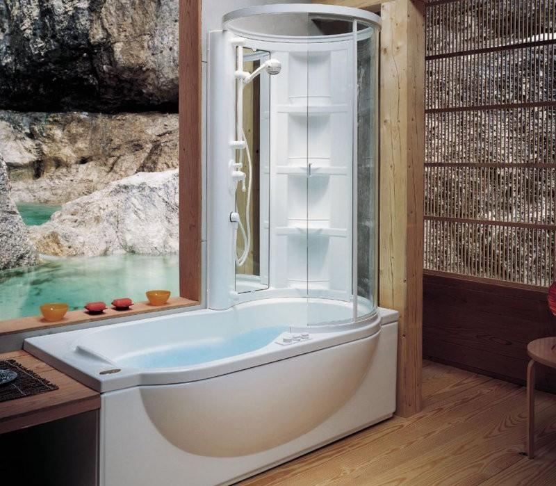 Удобные полочки в ванной с душевой кабиной