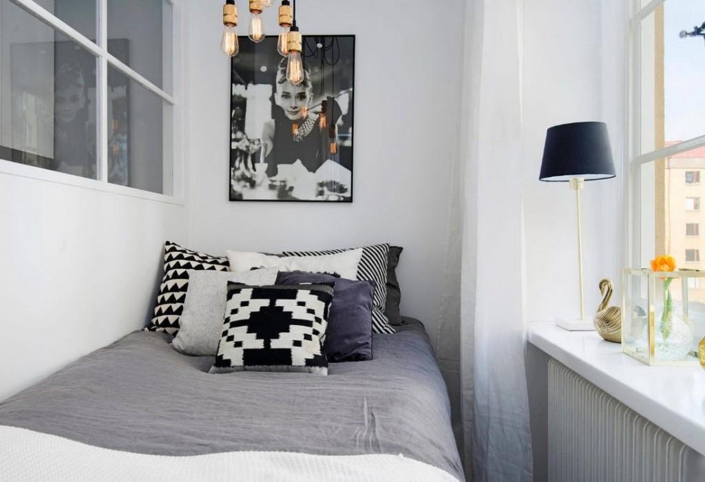 Узкая кровать на утепленной лоджии