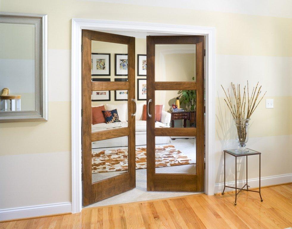 Прозрачные вставки в каркасной двери