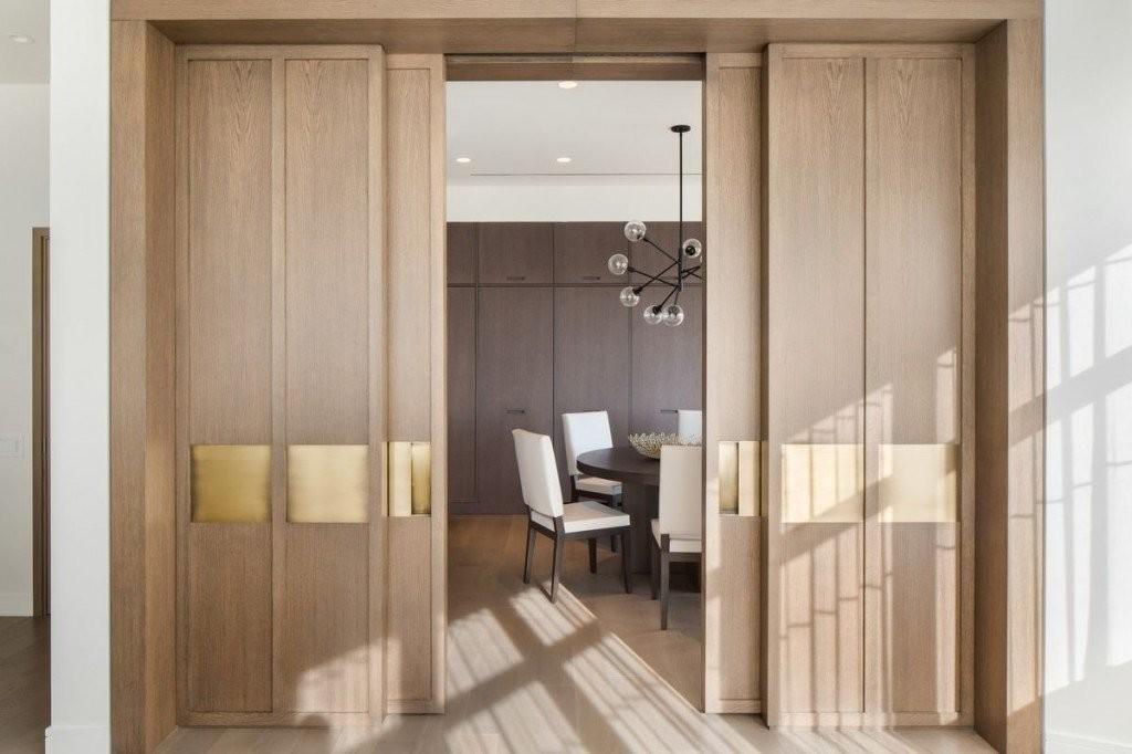 Раздвижные двери из МДФ в гостиной комнате
