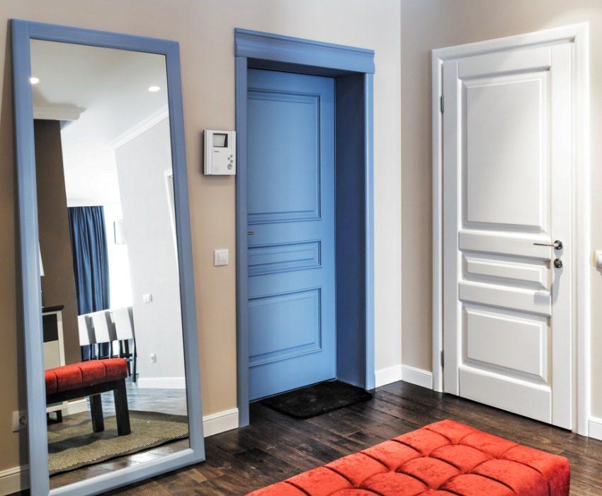 Двери разного цвета в одной прихожей квартиры