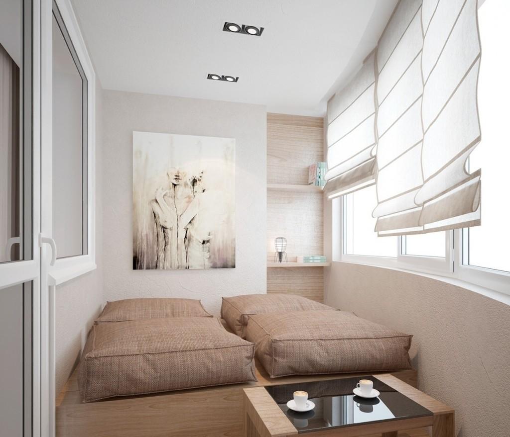 Удобное спальное место на лоджии панельного дома