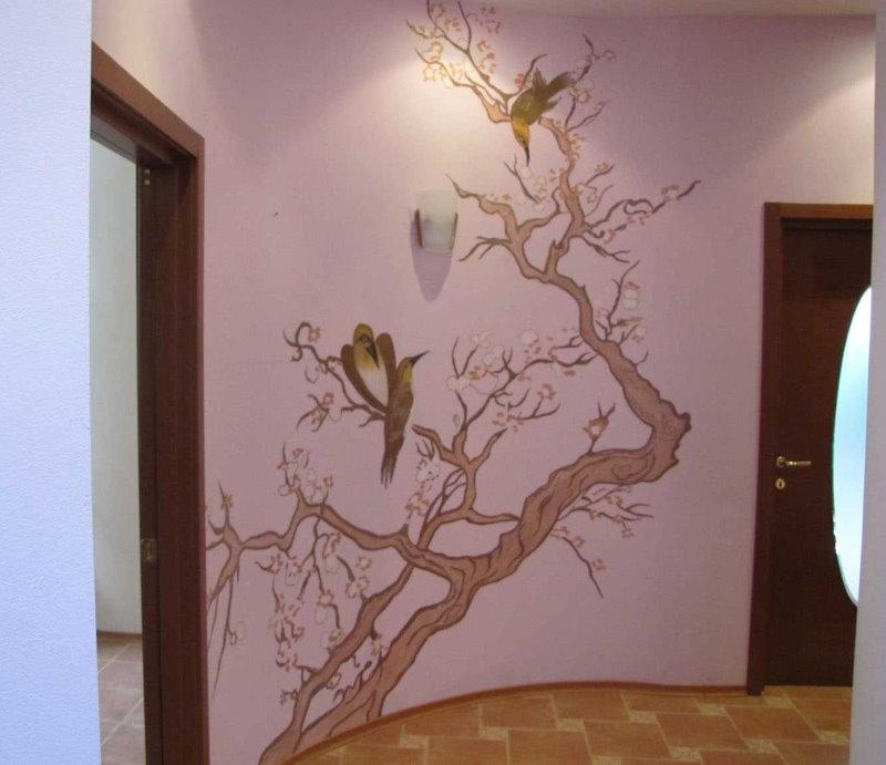 Рисунок на стене в интерьере прихожей