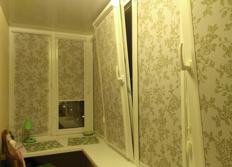 Рулонные шторы с рисунком на кухонном балконе