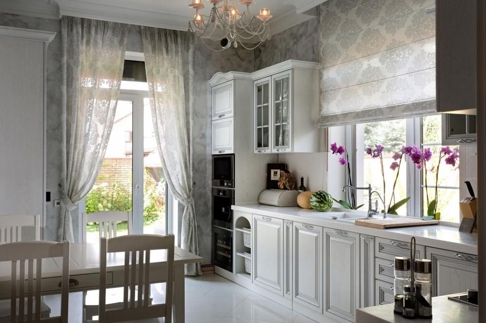 серые шторы для кухни в стиле прованс
