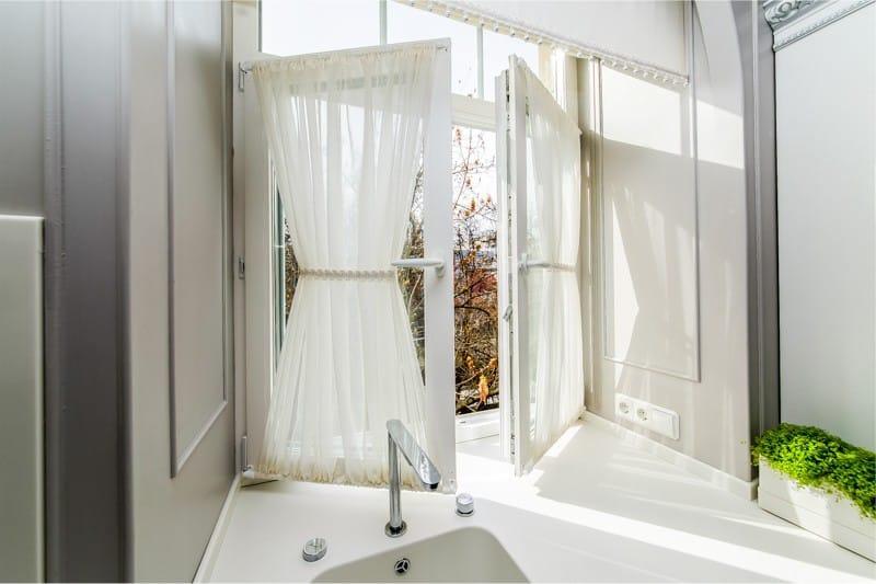 шторы для кухни в стиле прованс с подхватами