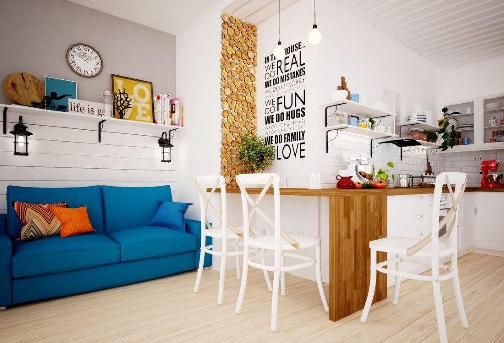 Белые деревянные стулья в квартире скандинавского стиля