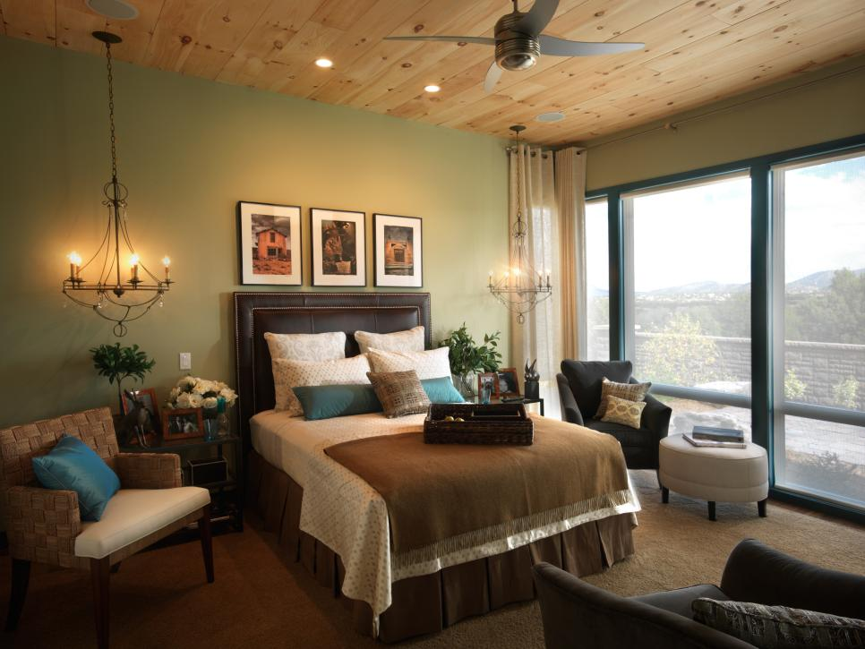 спальня площадью 5 на 5 метров кровать