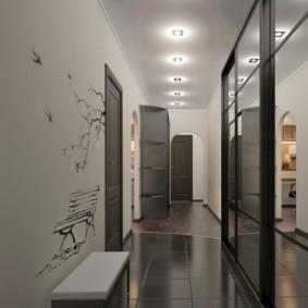 длинный узкий коридор в квартире освещение