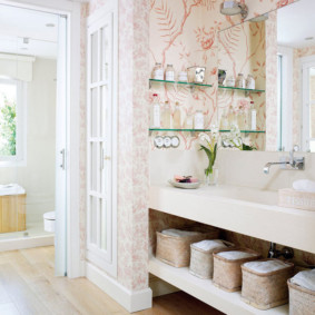 стеклянные полки для ванной комнаты фото декора
