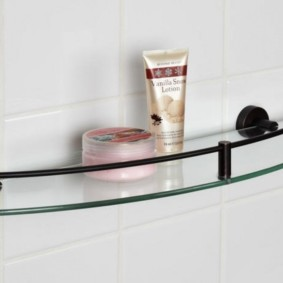 стеклянные полки для ванной комнаты идеи