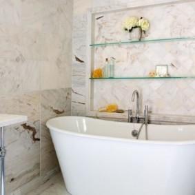 стеклянные полки для ванной комнаты интерьер фото